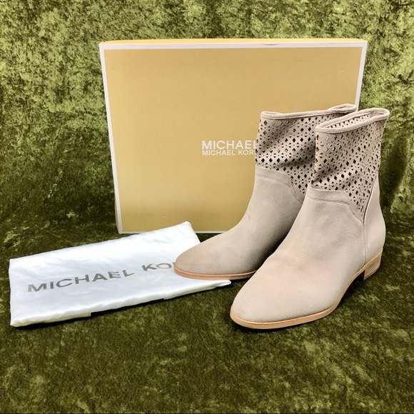 MICHAEL Michael Kors Shoes - 💞Michael Kors Sunny cream suede bootie